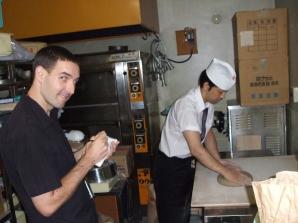 aprendiendo hacer tallerines soba en Japón