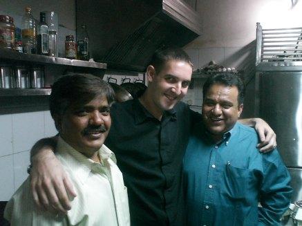 con el chef y el patrón Sanjeev en Chandigarh, India