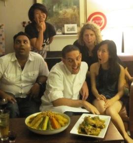 caras con Claudia y sus amigos