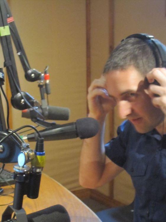 En el Estudio de Radio Voces Latinas CHHA 1610 AM Toronto