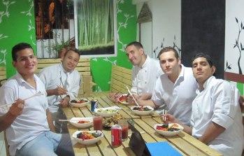 Con el equipo de La Ventana - Comida Sostenible. ¡Gracias por su gran apoyo con el servicio y el espacio para el evento coreano! With the team from La Ventana: thank you for your help with the service and space for our Korean event!