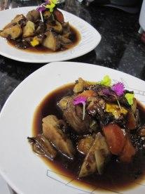 Estofado coreano en su reducción vegetariano. Vegetarian Korean stew reduction.
