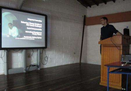 Presentando mi vídeo en concurso en El Santuario